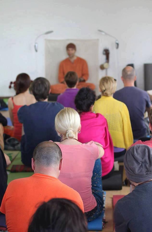 Йога в Берлине. Влияние стереотипов мышления на практику. Йоги Адьянатх.